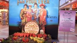 ハンブルクのホテル近くのショッピングモールにあった看板。ビートルズにちなんだ催しをやっていた